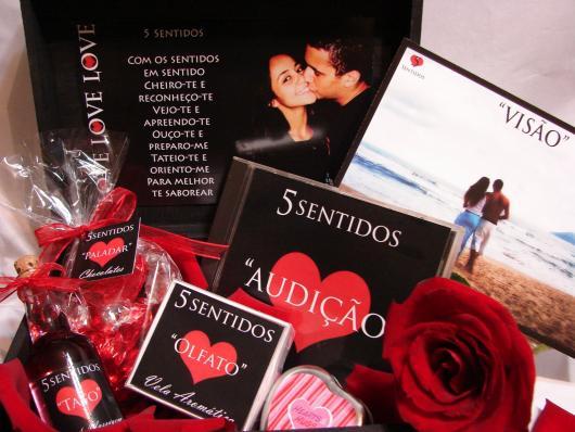 Presentes Criativos para Namorada caixa dos 5 sentidos decorada com rosas