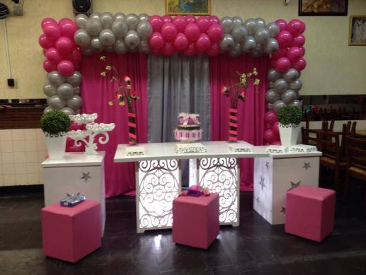 Temas para festa de 15 anos bexigas rosa e prata