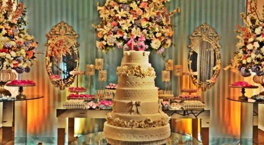 Temas para festa de 15 anos bolo dourado