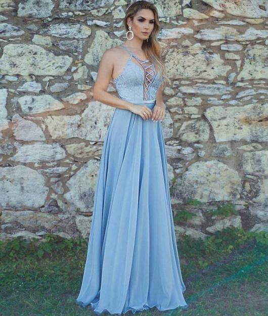 Vestido de Formatura Azul bebê longo com detalhe no decote