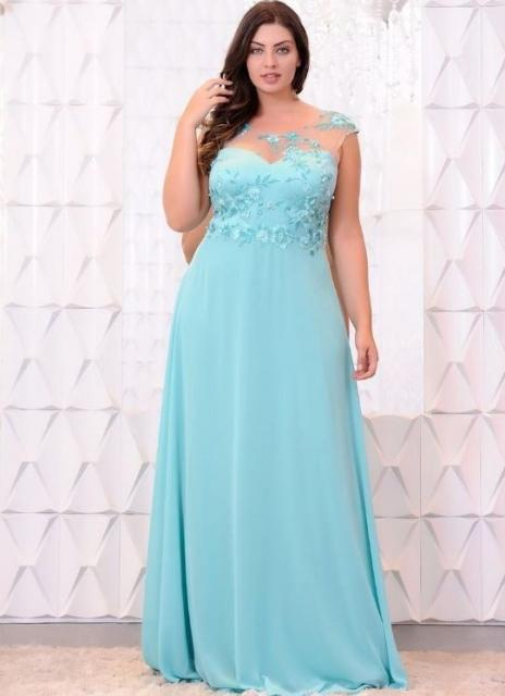 Vestido de Formatura Azul plus size com detalhe de tule