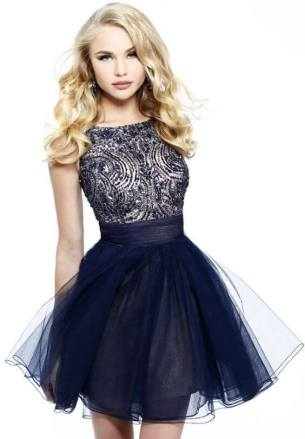 Vestido de Formatura Azul escuro curto com tule