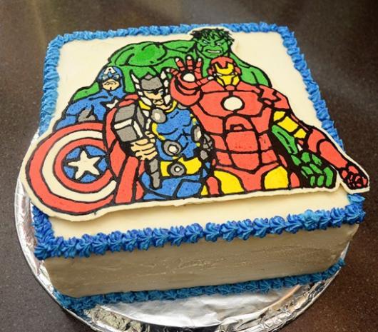 bolo dos Vingadores simples