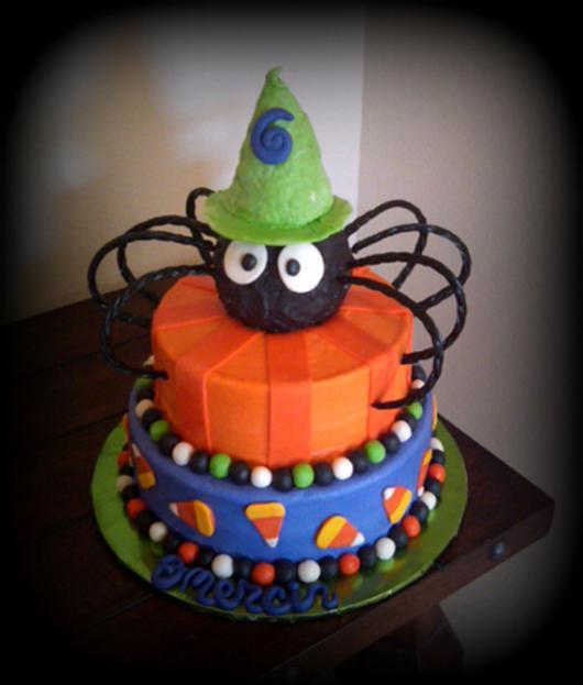 festa de halloween com bolo decorado