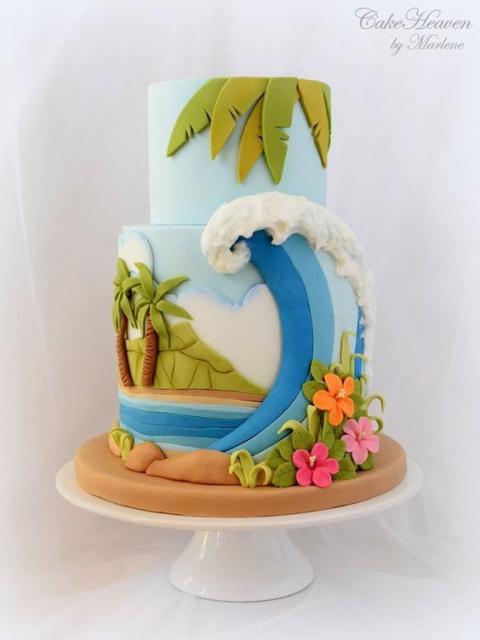 Bolo Moana criativo no formato da praia
