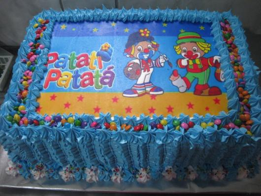 Bolo Patati Patatá decorado com glacê azul
