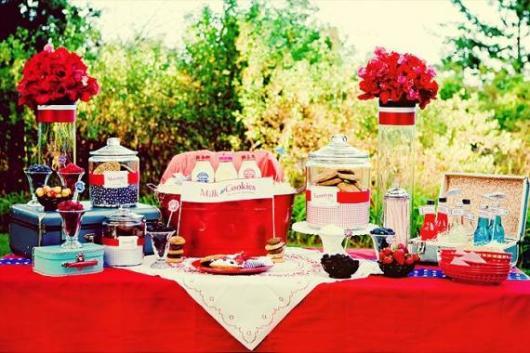 Chá de Casa Nova decoração ao ar livre vermelha com rosas