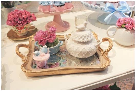 Chá de Casa Nova mesa decorada com bule