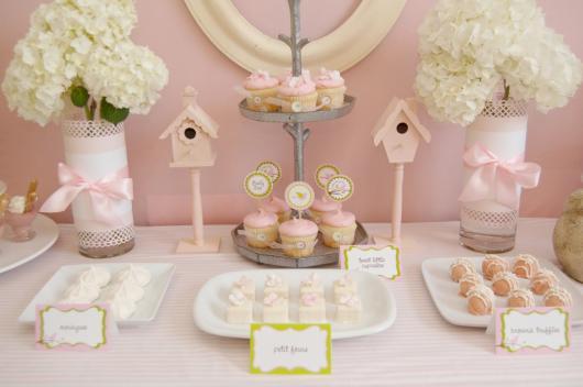 Chá de Casa Nova decoração delicada rosa claro