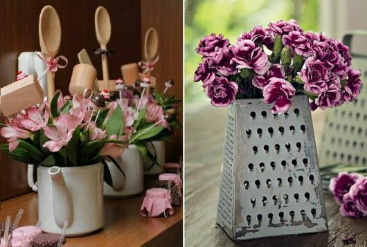Chá de Panela Simples enfeite de mesa feito com ralador com flores e bule de chá com flores