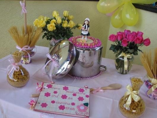 Chá de Panela Simples decoração com macarrão