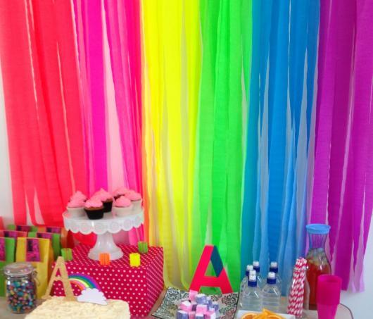 Cortina de Papel Crepom arco-íris para festa