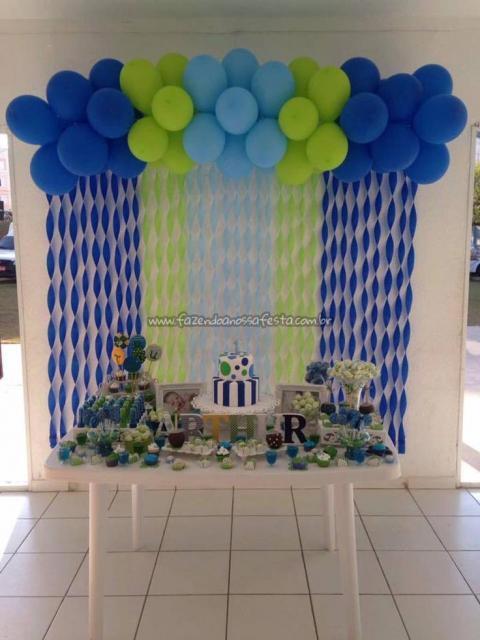 Cortina de Papel Crepom torcido azul e verde com balões