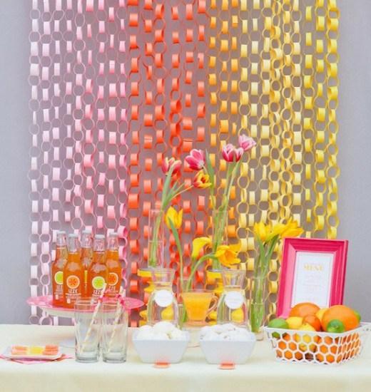 Cortina de Papel Crepom modelos de argolas nas cores branco rosa laranja e amarelo