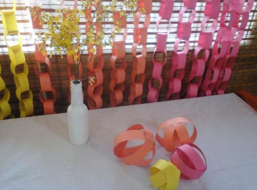 Cortina de Papel Crepom argolas laranja amarelo e rosa