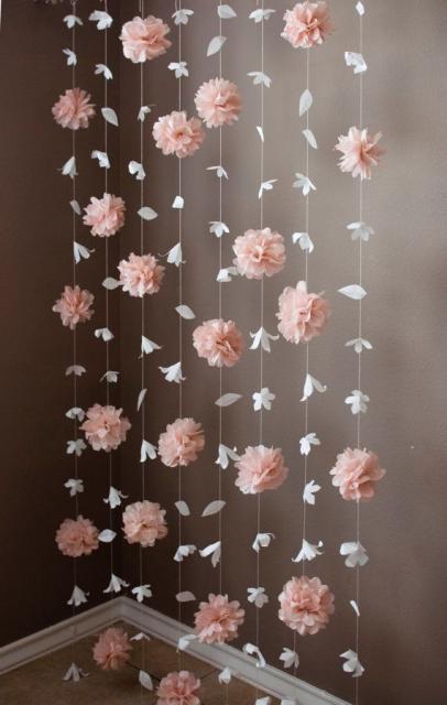 Cortina de Papel Crepom modelo de pompom rosa