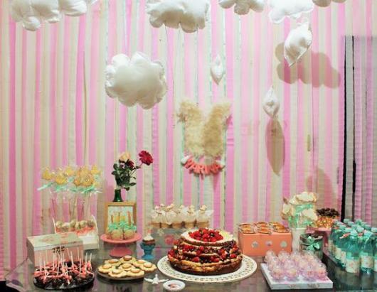 Cortina de Papel Crepom rosa para festa de menina