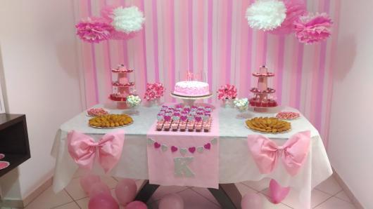 Cortina de Papel Crepom rosa e lilás com pompons