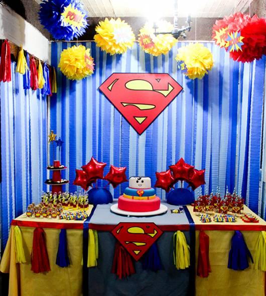 Cortina de Papel Crepom azul para festa Super Homem