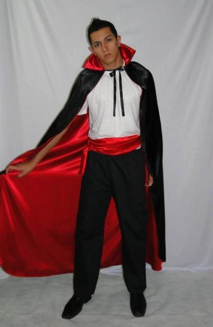Fantasia de Vampiro masculna com capa vermelha e preta