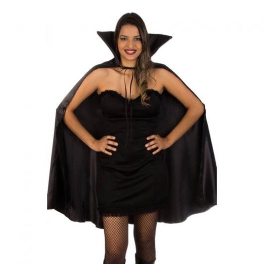 Fantasia de Vampiro simples feita em casa com vestido preto e capa preta