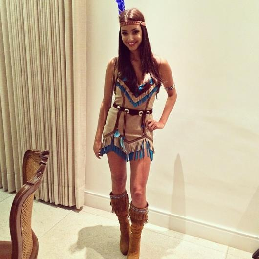 Fantasia Pocahontas com cocar