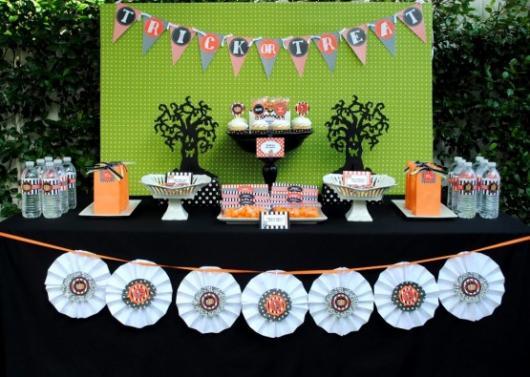 mesa de festa à fantasia infantil