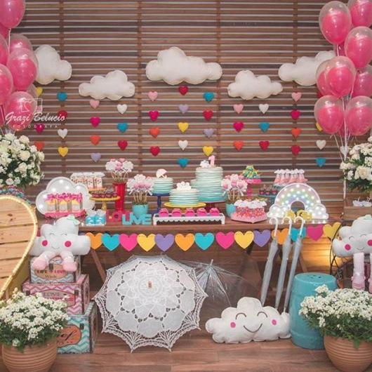 Festa Chuva de Amor decoração rústica com balões duplos