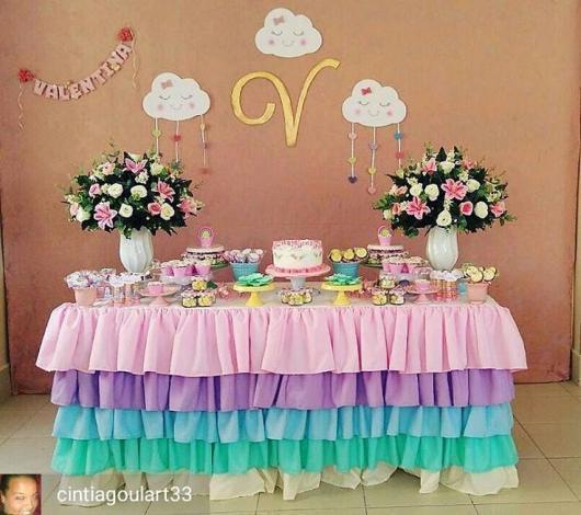 Festa Chuva de Amor decoração simples com TNT