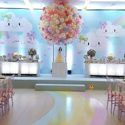 Festa Chuva de Amor de luxo com escultura de balões no teto