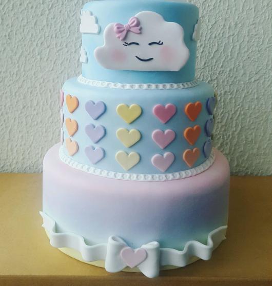 Festa Chuva de Amor bolo com 3 andares