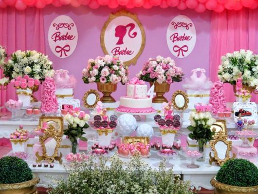 Festa da Barbie decoração rosa e dourada
