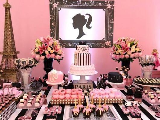 Festa da Barbie paris com mesa preta e branca