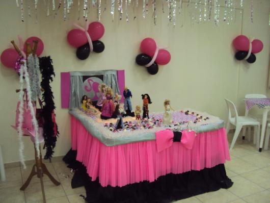 Festa da Barbie decoração com tule rosa e preto