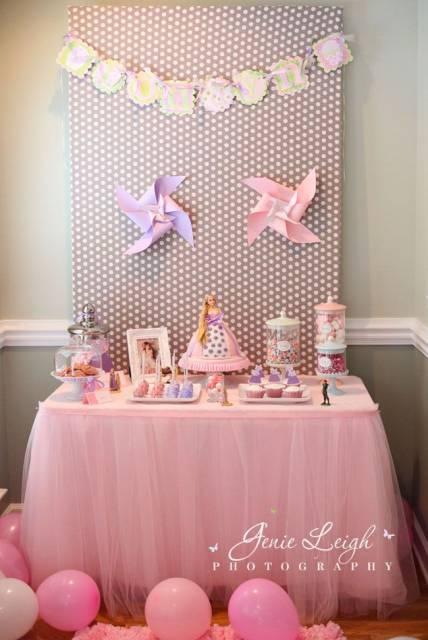 Festa da Barbie mesa decorada com tule rosa