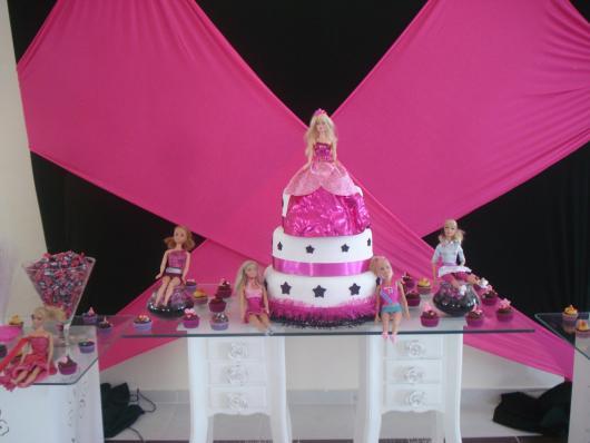 Festa da Barbie bolo decorado com pasta americana branca