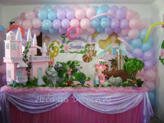 Festa da Barbie decorada com réplica de castelo