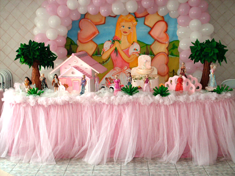 Festa da Barbie Princesa mesa decorada com tule