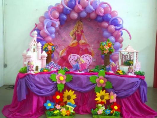 Festa da Barbie Princesa decoração com arco de balões