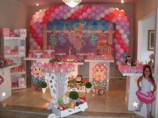 Festa da Barbie Bailarina decoração com arco de bexígas