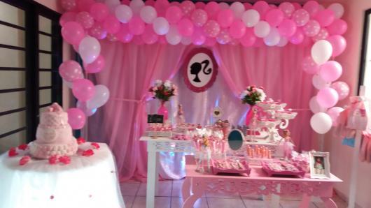 Festa da Barbie decoração com balões e tule