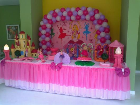 Festa da Barbie Bailarina mesa decorada com tule