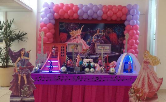 Festa da Barbie decoração com enfeites iluminados
