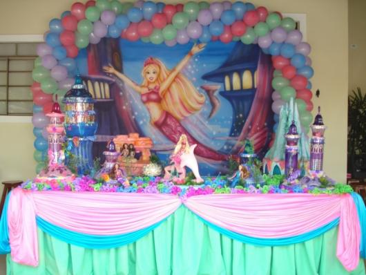 Festa da Barbie Sereia decoração com balões