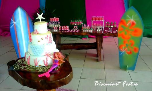 Festa da Barbie Sereia decoração com pranchas de surf