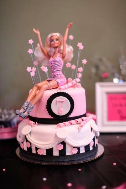 Festa da Barbie bolo com Barbie no topo