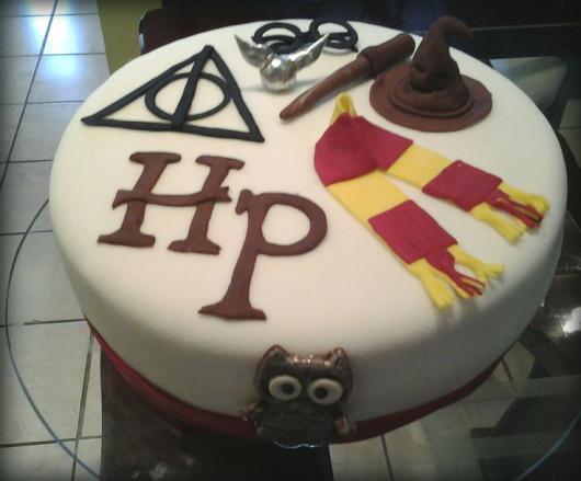 Festa Harry Potter bolo decorado com simbolos