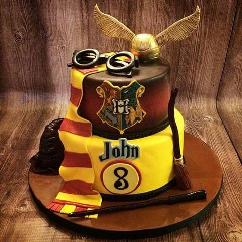 Festa Harry Potter bolo decorado com pasta americana e topo de pomo de ouro
