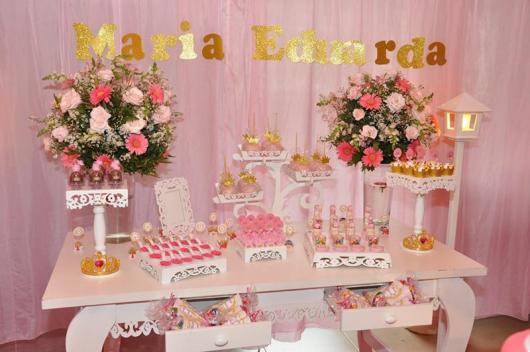 Festa Princesa decoração provençal com cortina de TNT rosa