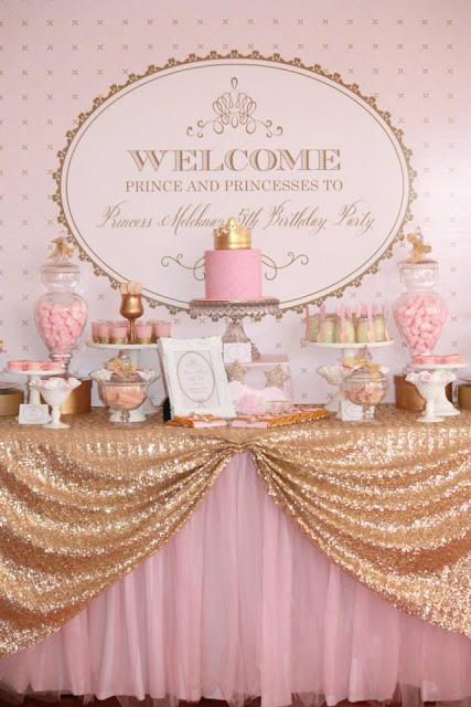 Festa Princesa rosa e dourado com toalha de mesa de tecido